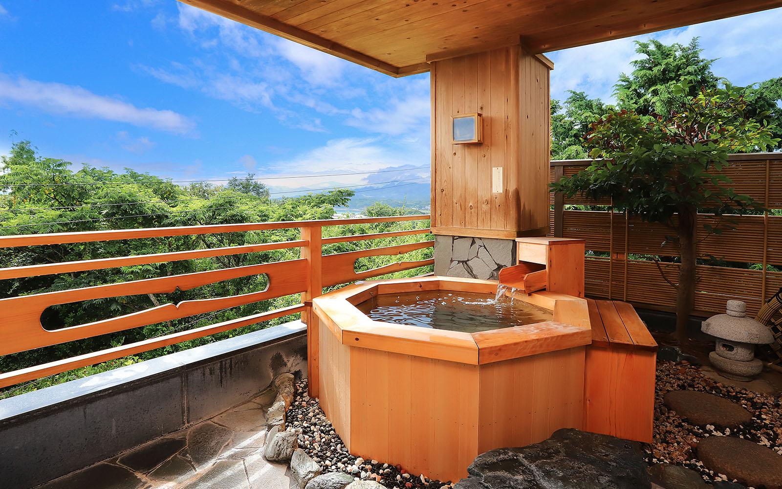 水平線を眺める貸切露天風呂